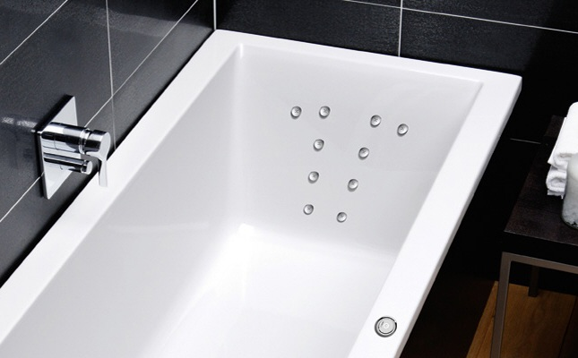 repabad kampen 170 rechts raumspar badewanne mit r ckentherapie megabad. Black Bedroom Furniture Sets. Home Design Ideas
